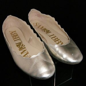 Sam & Libby 'Capri' gold round scalloped flats 9